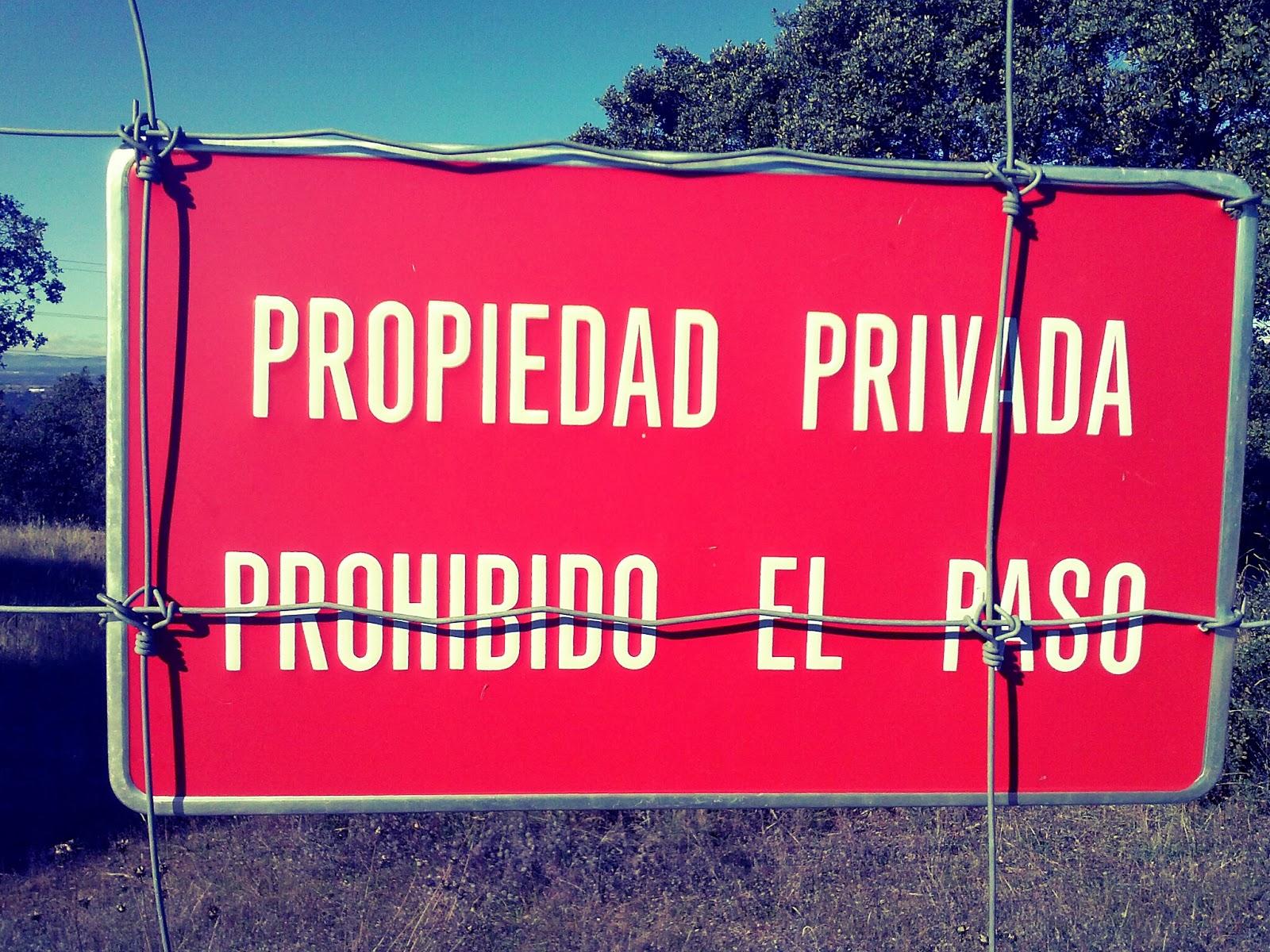 Dudas sin resolver propiedad privada prohibido el paso for Fuera de mi propiedad