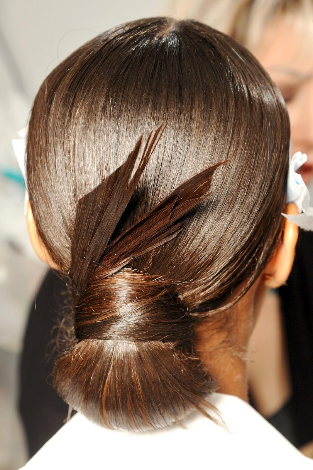 Прическа из плюшки для волос