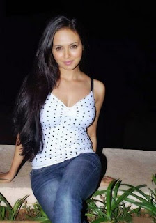 Sana Khan hot wallpaper