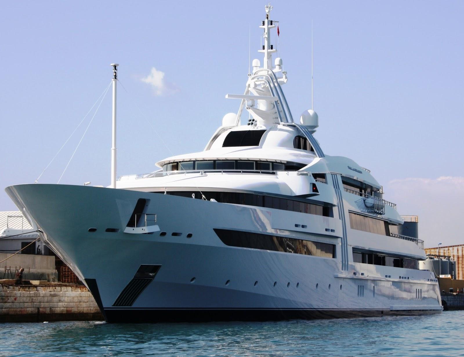 Superyacht VIBRANT CURIOSITY