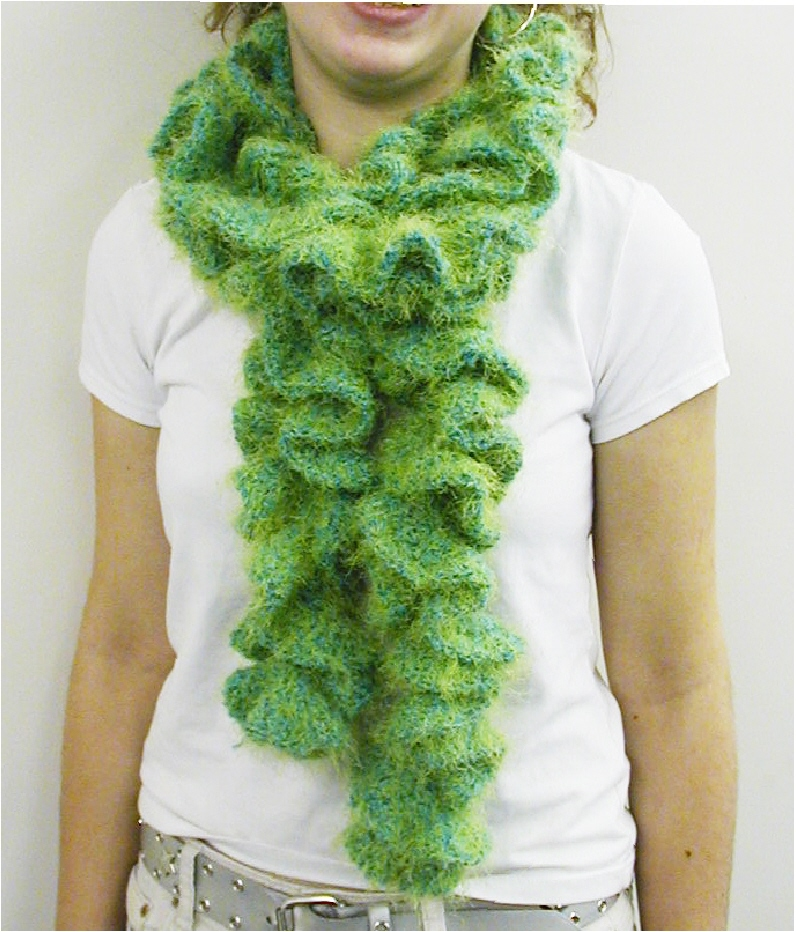 Free Knitting Pattern For Ruffled Shawl : Positively Crochet!: Ruffled Scarf - Free Pattern