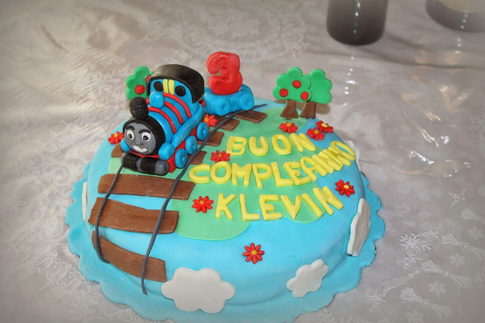 I pasticci di alessia torta trenino thomas for Decorazioni torte trenino thomas