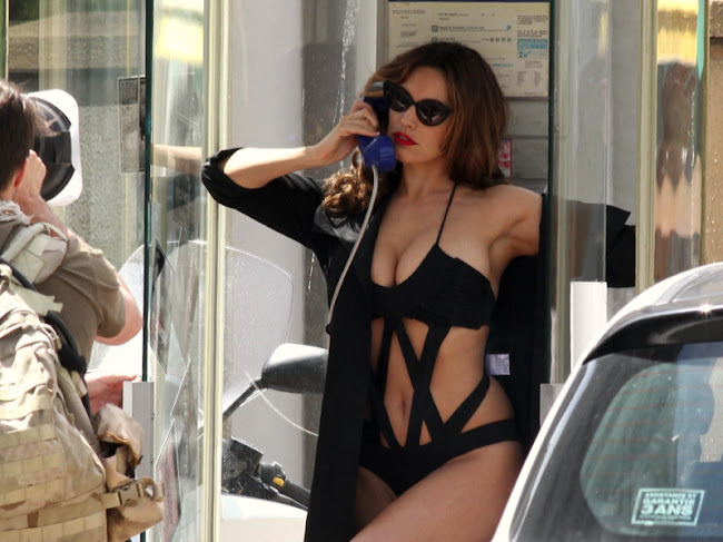 Kelly Brook telephoning in  a hot black swimsuit in public
