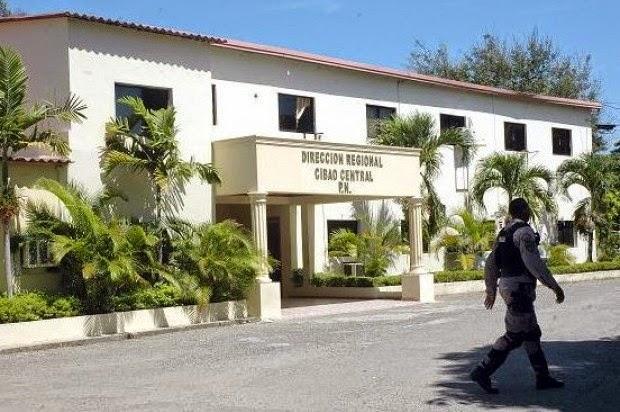 Un escuadrón antisecuestro de la Policía Nacional que se había desplazado desde Santo Domingo hasta Santiago para investigar el rapto de un comerciante, mató a tiros a tres jóvenes en un supuesto intercambio de disparos.