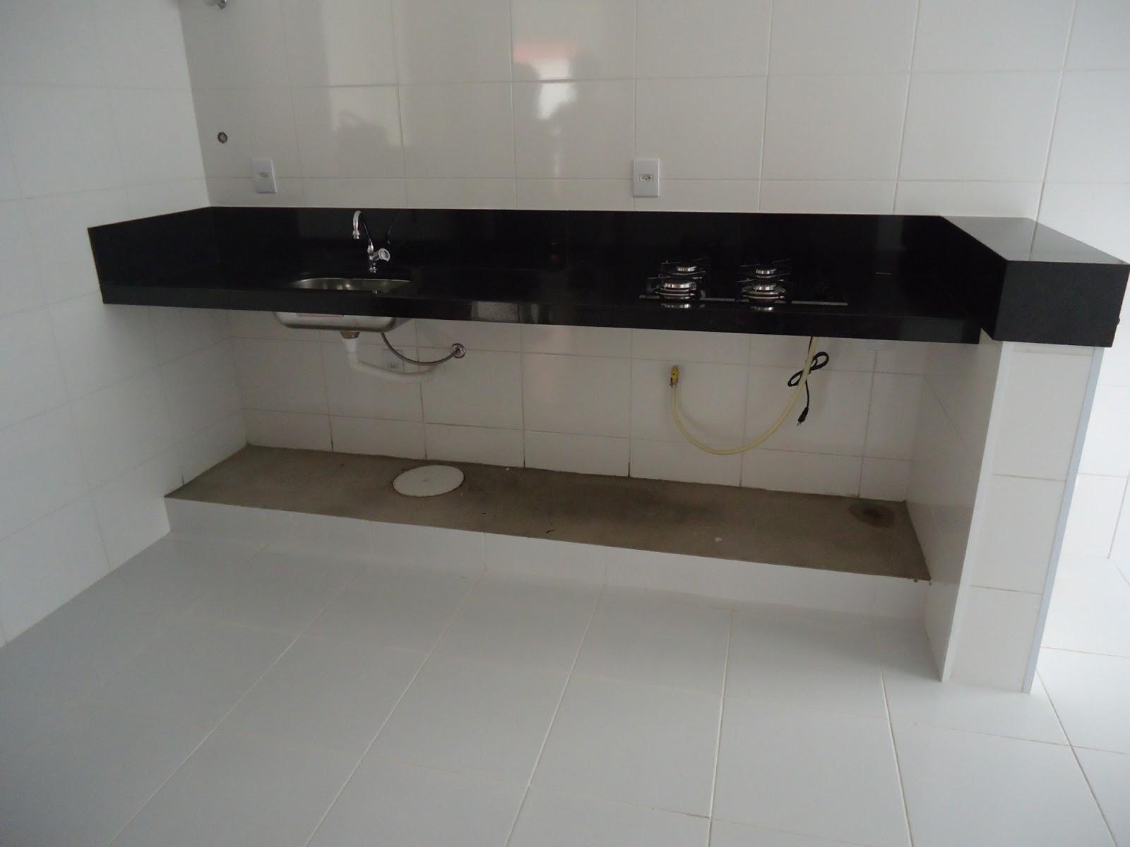 Imagens de #595045 DEPOIS: móveis em mdf na cor branco. Armários superiores em branco e  1600x1200 px 3724 Banheiros Planejados Ribeirao Preto