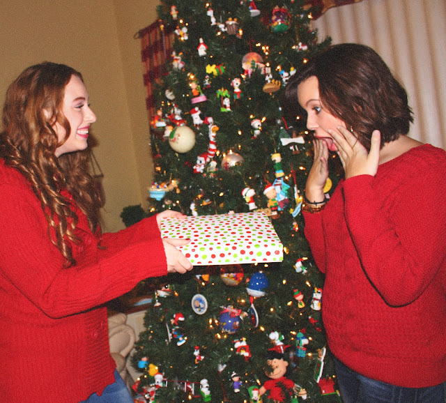 cute friends christmas picture