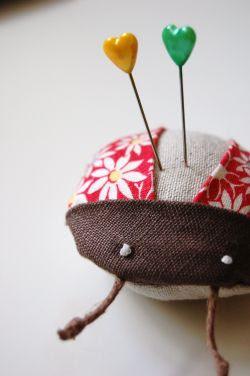 Pimp Stitch Embroidery On Knitting : Deshilachado: Acericos II / Pincushions II