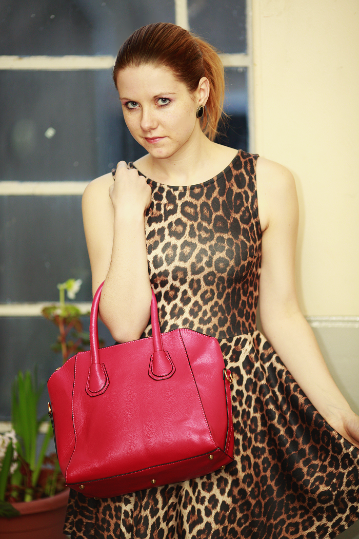 lucie srbová, hot pink bag, how to style a leopard print, best blogger