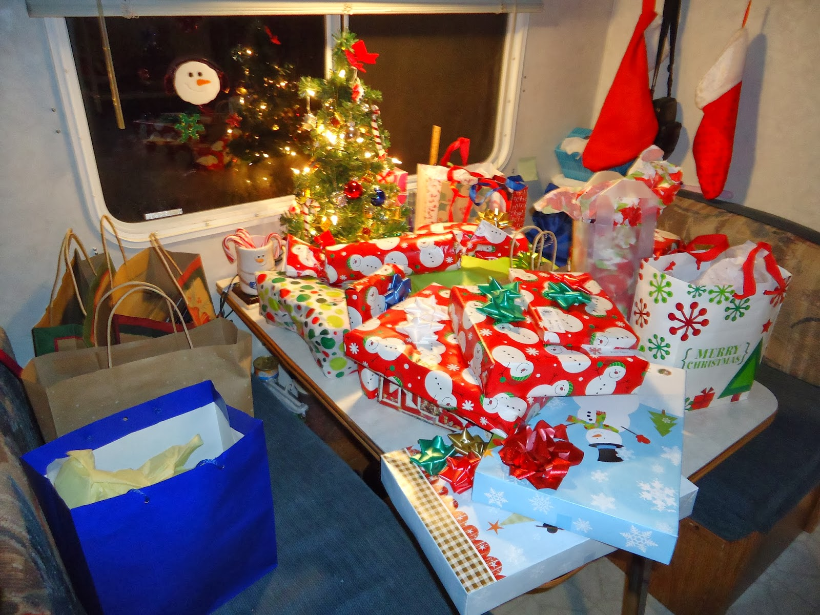 Thrifty Mom In Boise: Our First Christmas In Our Tiny House