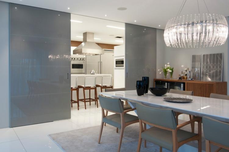 Cozinhas escondidas em arm rios portas de correr veja for Portas de apartamentos modernas