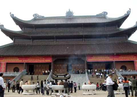 VietBamboo - Vietnam Travel - Add: 3 Hang Buom str., Hoan Kiem dist., Hanoi  Tel: (84-4) 3935 1805/3935 1806 * Fax (84-4) 3935 1807