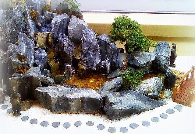 Image gallery japanese rock garden supplies for Mini japanese garden