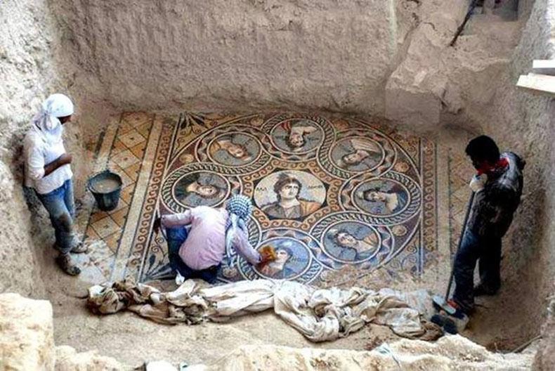 Impresionantes mosaicos de hace 2.200 años descubiertos en antigua ciudad griega