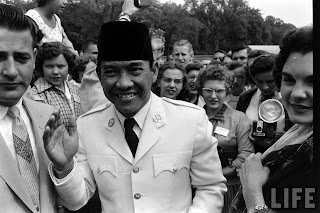 Ir.Sukarno dan Politik luar negeri 4