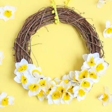 5 minute daffodil wreath