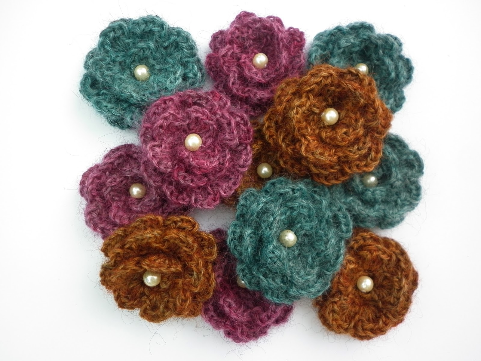 USE IT OR LOSE IT #3 - YARNDALE FLOWER BROOCH - A FREE CROCHET PATTERN