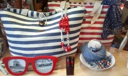 Bolsos marineros de loneta en rojo y azul.