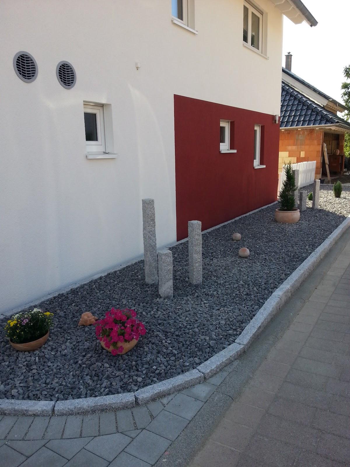 wir bauen ein okal haus steingarten wird dekoriert. Black Bedroom Furniture Sets. Home Design Ideas