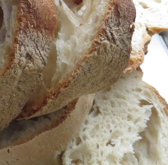 Ampliação da Fotografia macro do Pão distribuido no Domingo do Bodo nas Festas do Espírito Santo