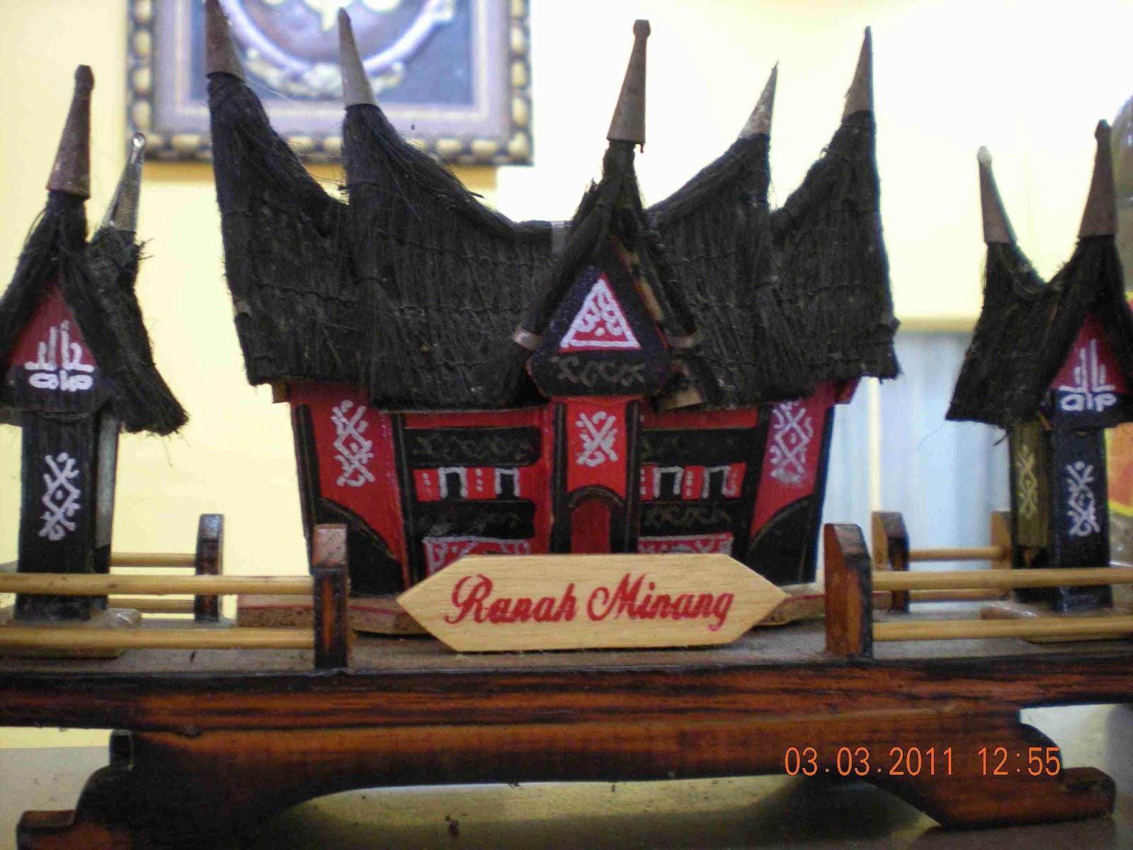 Minangkabau houses with bagondang roofs