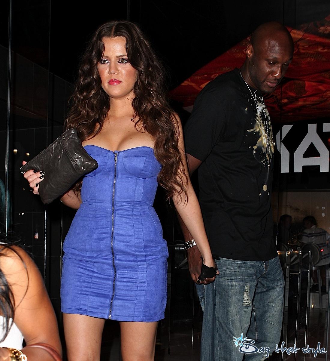 http://3.bp.blogspot.com/-JmGnHoHBcMw/TXOMleCUgII/AAAAAAAABVc/FN5ptB3MiE8/s1600/khloe-kardashian-carries-a-boring-black-clutch-003.jpg