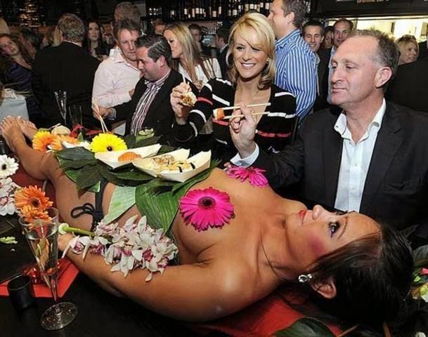 Naked Sushi, santap sushi di atas tubuh wanita telanjang