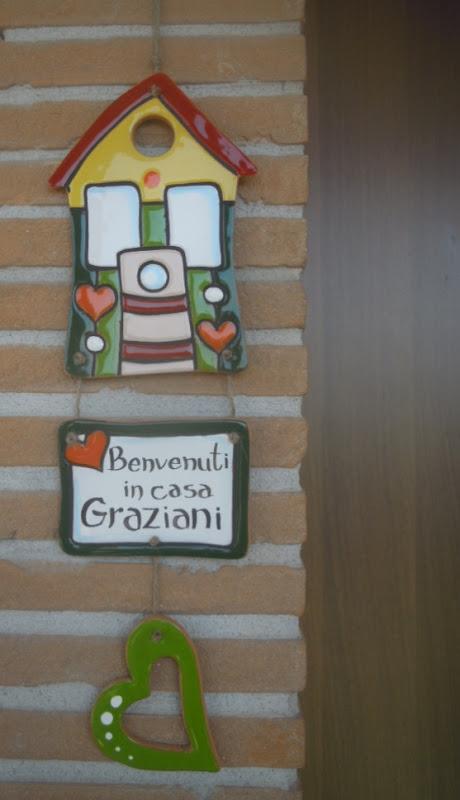 Ceramica come mestiere targhette con casa da appendere for Ceramica in casa