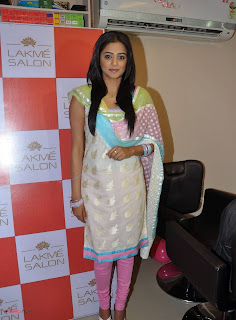 Priyamani Pictures in Salwar Kameez at Lakme Salon Launch at Secundrabad  0015