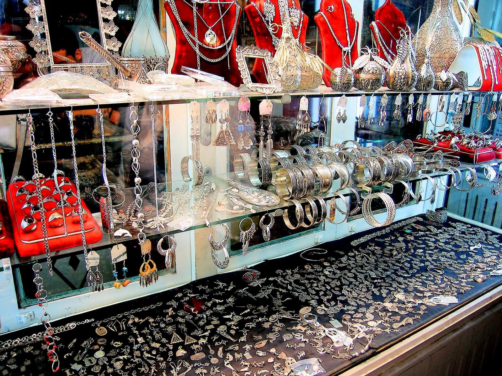 http://3.bp.blogspot.com/-Jn6KicDnAa0/TnjEhCkPcII/AAAAAAAANsc/tyHBHfQNnlM/s1600/Jewellery+Wallpapers+%25288%2529.jpg