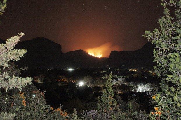 Incêndio na região do Gerais do Vieira, próximo ao Vale do Capão (Foto: Gilberto Filho)