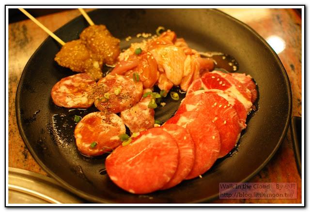 綜合肉盤 (香腸、沙嗲串、豬肉)