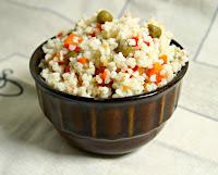 Zamiast ziemniaków-kasza jaglana- z konserwowym groszkiem i  marchewką.