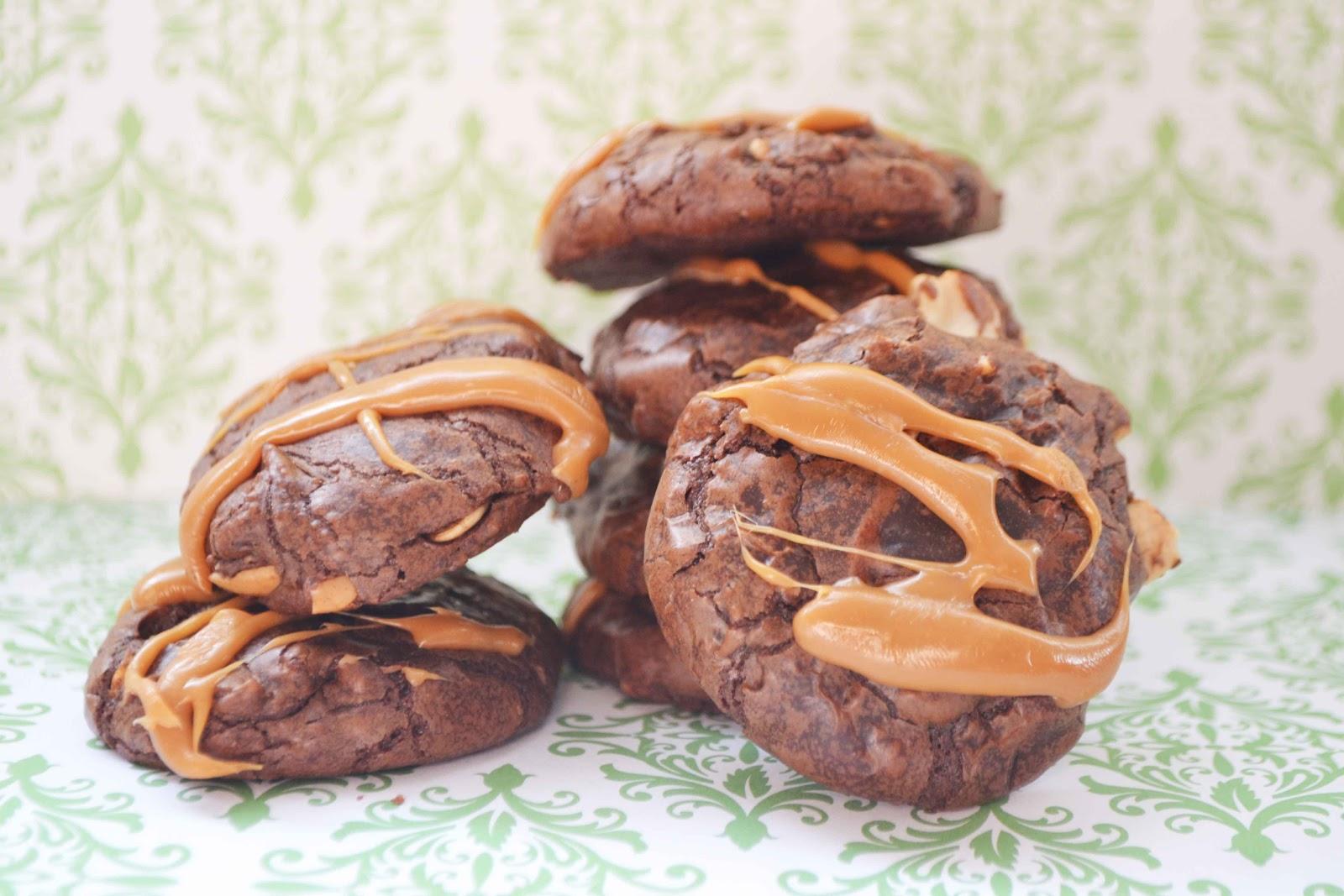 Bakeaholic Mama: Chocolate Fudge Caramel Cashew Cookies