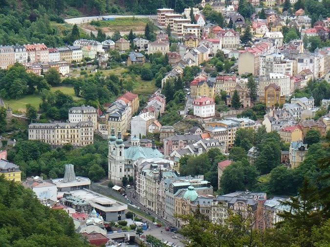 Karlovy Vary z rozhledny Diany