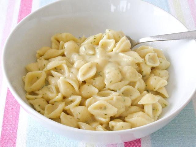 Vegan Creamy Garlic Shells