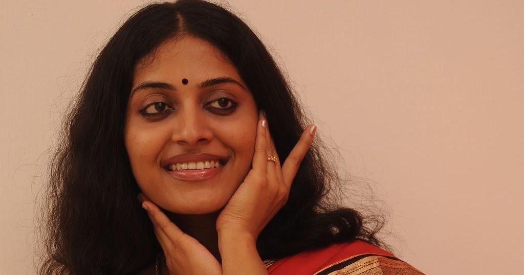 Indian Actress Pictures: kavitha nair saree navel