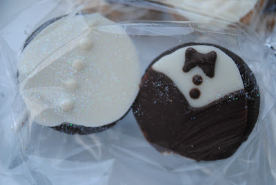 food gifts: bride and groom oreos