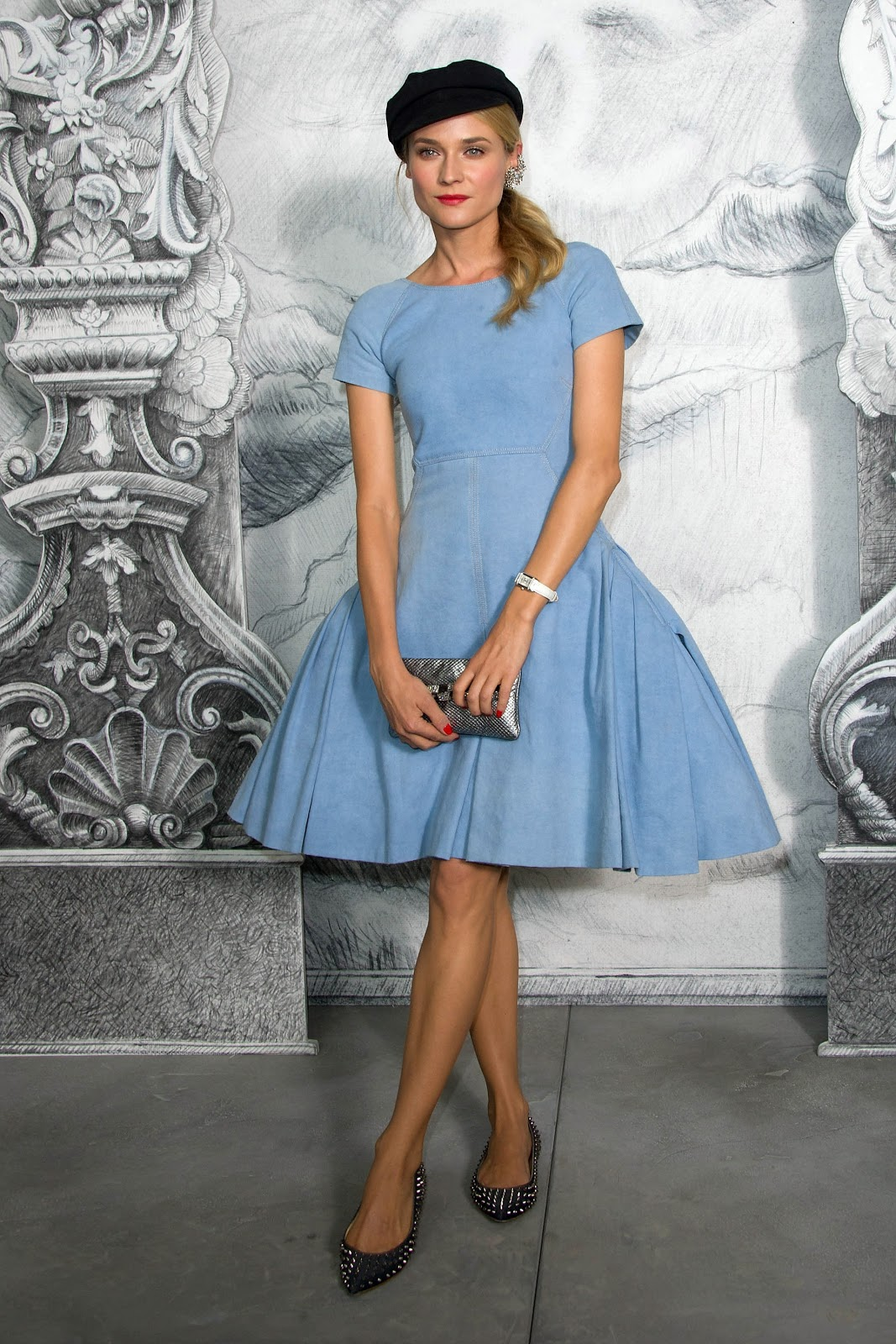 http://3.bp.blogspot.com/-JnrI_jMz3Xk/UP32GoiLYNI/AAAAAAAALW0/Qk1xPyapVMk/s1600/Diane-Kruger-Chanel-Denim-Dress.jpg
