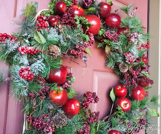 My Easy Updated Christmas Wreath -- www.MightyCrafty.me