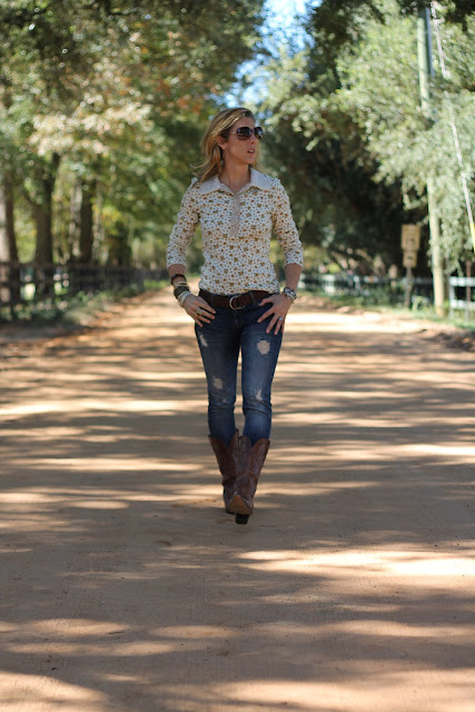 Cynthia Rowley Shirt, Zara Jeans, Charlie 1 Horse Boots, Luv Aj Earrings, Blinde Sunglasses, Banana Republic Jacket, Coach Purse
