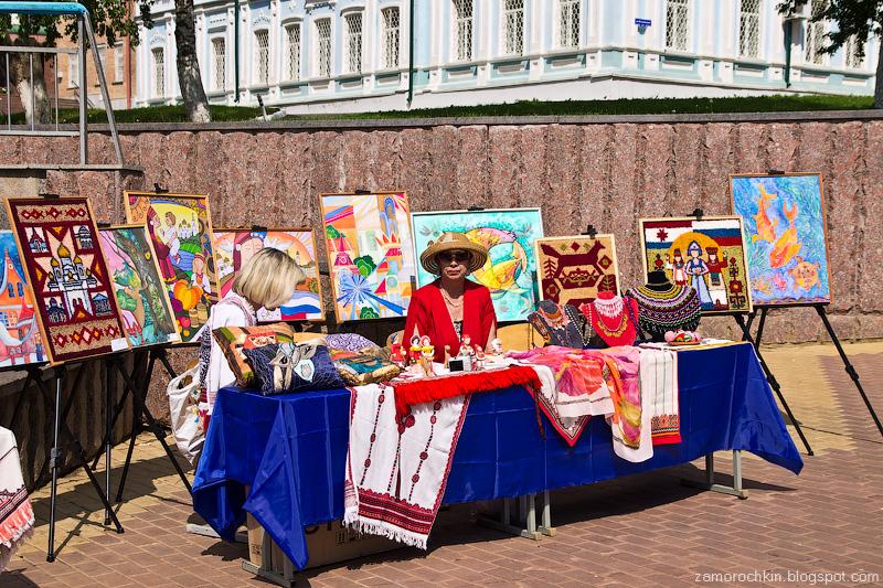 Живопись, скульптура, декоративно-прикладное творчество на фонтанном спуске. День города в Саранске