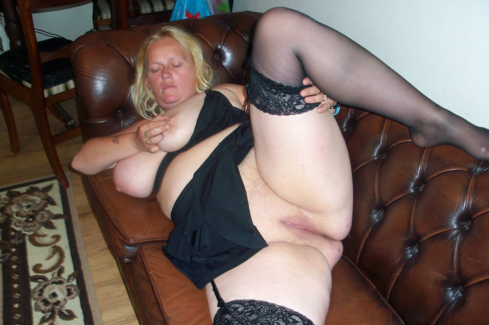 Spread mature bbw legs
