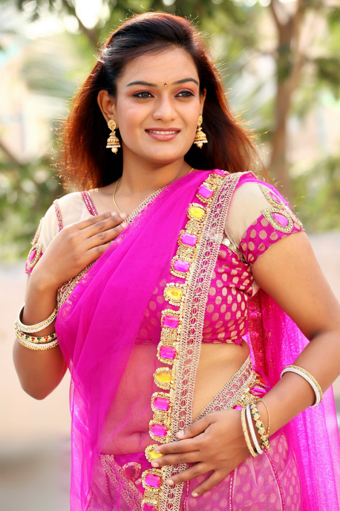 Actress roshikaa latest beautiful pink saree still…