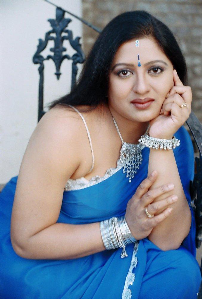 actress telugu character artist sana hot saree stills