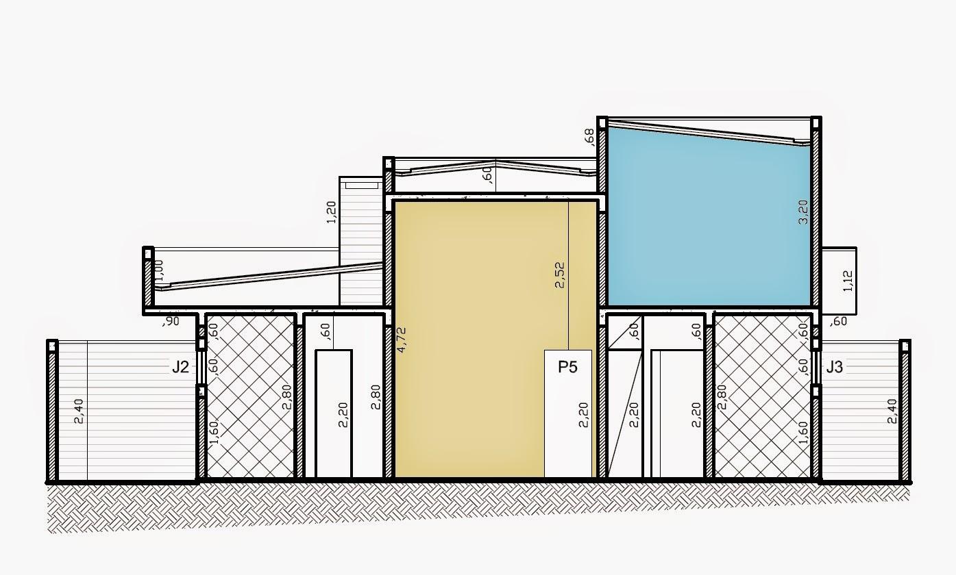 """A seção transversal do projeto mostra a sala de estar e jantar com pé-direito elevado (em bege) e a torre da caixa de água (em azul) com capacidade para abrigar também o """"boiler"""" de água de aquecimento solar."""