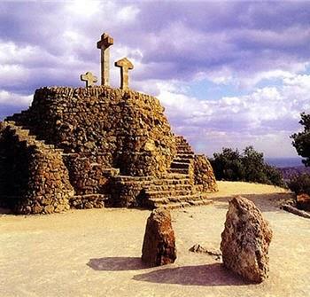 Parque Güell - Las Tres Cruces (Calvario) | Foto: parkguell.es