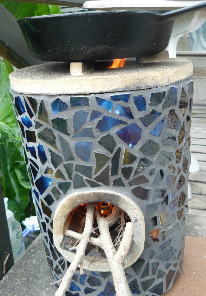 Bibliophilia rocket stove firing up for Make a rocket stove