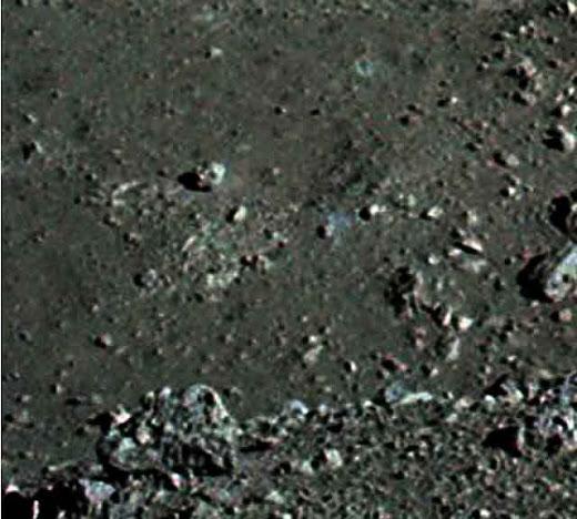 cabeza de robot en la luna