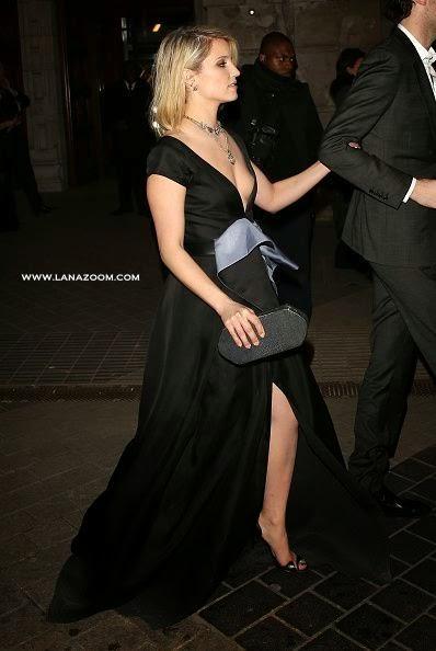 الممثلة الأمريكية ديانا أغرون في فستان بدون حمالة صدر و تظهر حلمتها!