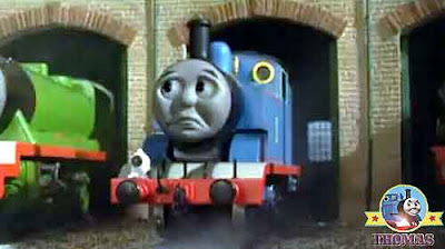 Transport train Thomas and the toy shop kids online stories with pictures Tidmouth roundhouse shed